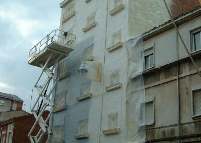 Aislamiento e impermeabilización de fachadas de edificio. Solución anticondensaciones. (1)