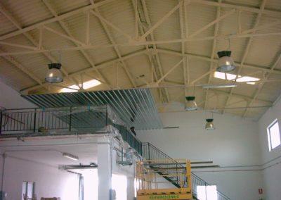 Aislamiento y colocación de falsos techos en nave industrial